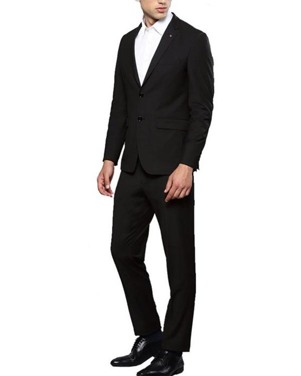 lucifer-morningstar-tom-ellis-black-suit