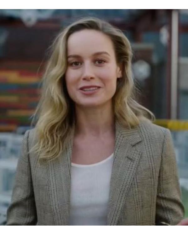 Avengers-Campus-Brie-Larson-Mid-LEngth-Coat